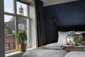 A bed or beds in a room at Hotel Markt23