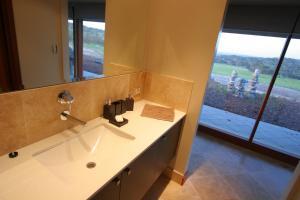 A bathroom at Almonta Park Lodge