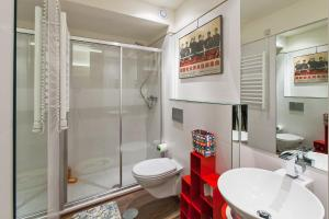 A bathroom at Go2Oporto - Historical Center