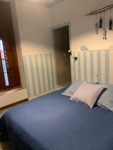 Een bed of bedden in een kamer bij Casa Alestelou