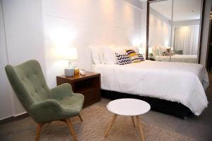A bed or beds in a room at Hotel Le Pelican