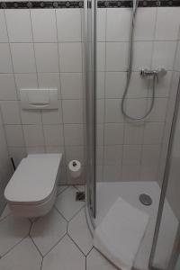 A bathroom at Landhotel Dresden