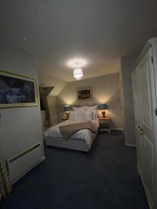 A bed or beds in a room at Harbour View