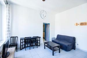 A seating area at Modern flat near Parc du 26ème Centenaire
