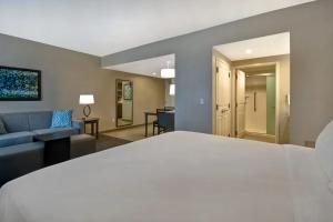 A bed or beds in a room at Homewood Suites By Hilton Orlando Flamingo Crossings, Fl