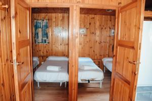 A bed or beds in a room at Camping La Aldea