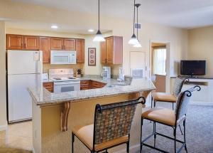 A kitchen or kitchenette at Club Wyndham Bonnet Creek