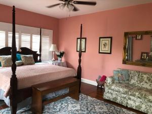 A bed or beds in a room at Sea Breeze Manor Inn