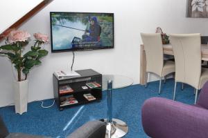 Een TV en/of entertainmentcenter bij Teska Bed & Breakfast