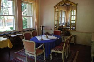 A restaurant or other place to eat at Pension Genengerhof