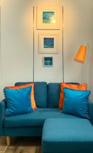 A seating area at Gallery Cottage