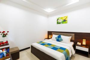 A bed or beds in a room at Phuc Thanh Luxury Hotel