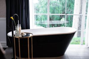 A bathroom at voco™ Kirkton Park Hunter Valley, an IHG Hotel