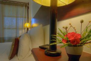 Ein Sitzbereich in der Unterkunft Maekok River Village Resort