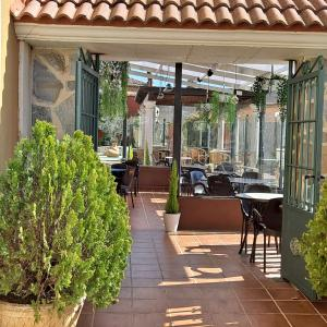 A restaurant or other place to eat at HOTELSANMARTIN