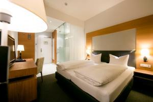 Ein Bett oder Betten in einem Zimmer der Unterkunft Hotel Sailer