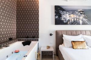 A bed or beds in a room at MADA Charm Apartments Jacuzzi