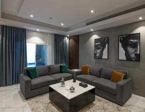 Uma área de estar em Beach Time Villas Hotel - Family Villas
