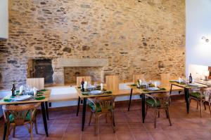 A restaurant or other place to eat at O Viso Ecovillage - Aldea Ecologica y Vegana