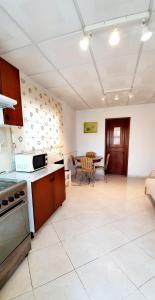 A kitchen or kitchenette at Villa Belinha - Guest House