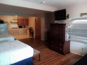 A television and/or entertainment centre at Stay Saratoga