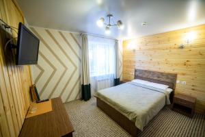 A bed or beds in a room at Hotel FreeRaid on 605 km trassy M54