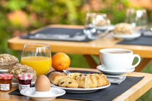Breakfast options available to guests at Terre de Provence Hôtel & Spa
