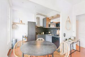 A kitchen or kitchenette at Flat with BALCON near Vieux Port