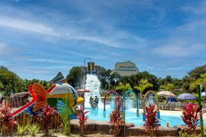 The swimming pool at or near Chalés Praia de Minas