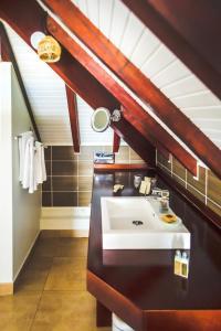 A bathroom at La Suite Villa