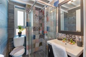 "A bathroom at Sea Front Suite ""Elena"""