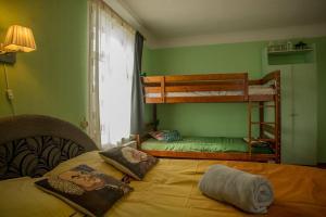 Divstāvu gulta vai divstāvu gultas numurā naktsmītnē Timemachine Apartment