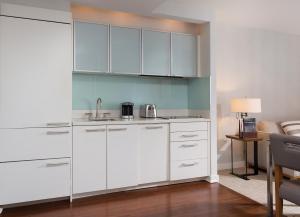 A kitchen or kitchenette at Club Wyndham Midtown 45
