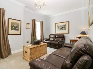 A seating area at Courtyard Cottage, Letham
