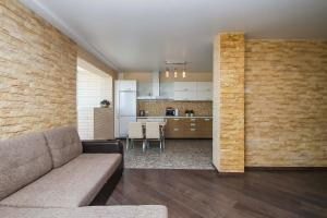 Кухня или мини-кухня в Апартаменты на КАРОЛИНСКОГО