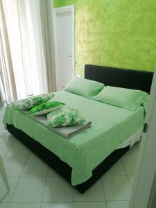 A bed or beds in a room at Grillo B&B