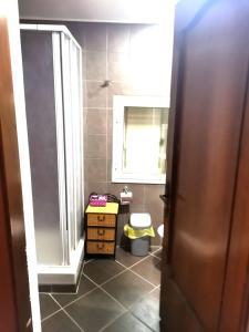 A bathroom at Il Mirto E La Rosa
