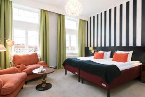 Säng eller sängar i ett rum på ProfilHotels Calmar Stadshotell