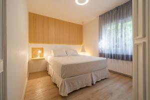 Cama ou camas em um quarto em Flat Prodigy Serrano Hotel