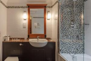 A bathroom at Belton Woods Hotel, Spa & Golf Resort