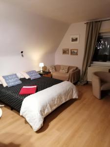 Un ou plusieurs lits dans un hébergement de l'établissement B&B Estee