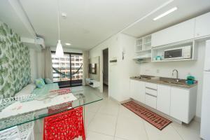 A kitchen or kitchenette at Apartamento 1206-D Landscape Beira Mar Fortaleza