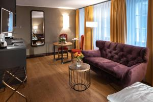 A seating area at Altstadt Hotel Stadtkrug