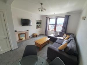 A seating area at Central Portree Apartment