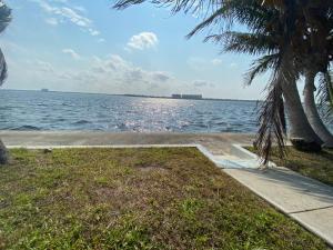 Ein Strand an oder in der Nähe des Privatzimmers