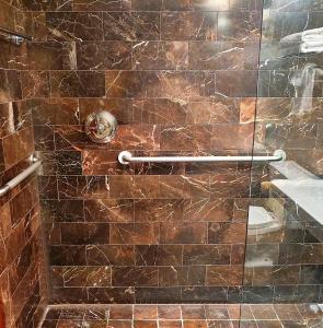 A bathroom at City Club Hotel