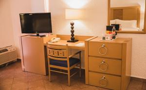 A television and/or entertainment center at Holiday Inn Resort Acapulco, an IHG Hotel
