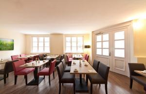 Ein Restaurant oder anderes Speiselokal in der Unterkunft Novum Hotel Alster Hamburg St. Georg