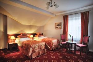 Łóżko lub łóżka w pokoju w obiekcie Hotel Kopernik
