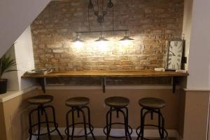 A kitchen or kitchenette at Kingfisher Riverside Cottage